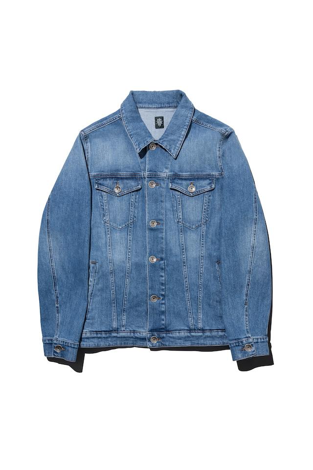 옅은 색 데님 재킷 35만원 일레븐티.