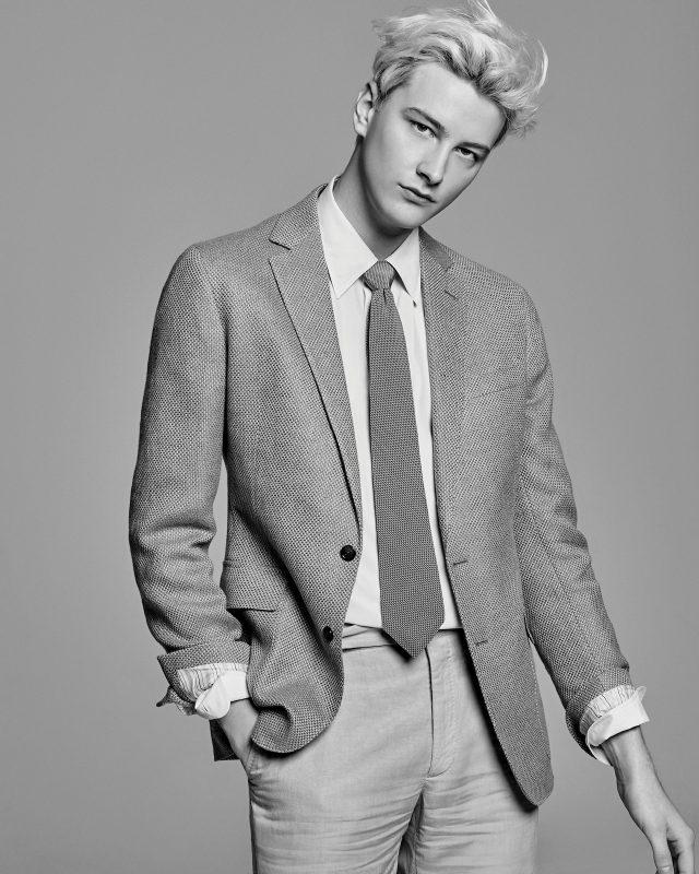 패턴 재킷 320만원대, 드레스 셔츠 가격 미정, 리넨 바지 78만원대, 타이 가격 미정 모두 랄프 로렌 퍼플 라벨.