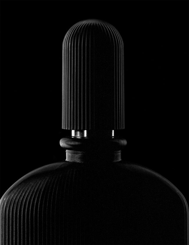 검은 난초의 알싸한 향이 나는 향수. 블랙오키드 50ml/11만9000원 톰포드 뷰티