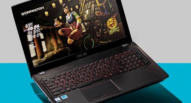 에이수스의 FX553은 확실히 콤팩트한  스펙을 자랑하는 노트북이다.