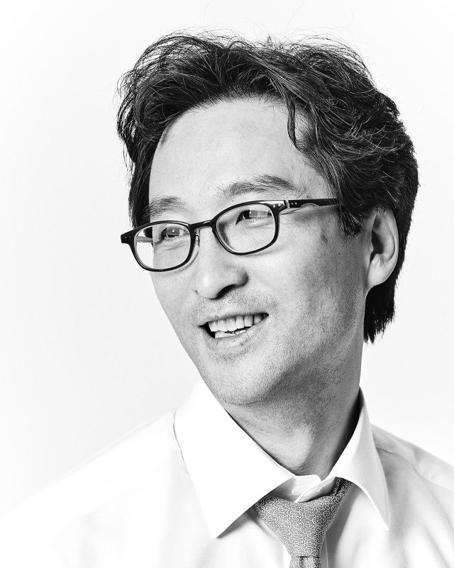 8:30 am, 경제 기자 김원장의 결기가 살아 있다 - 에스콰이어 Esquire Korea 2017년 3월호