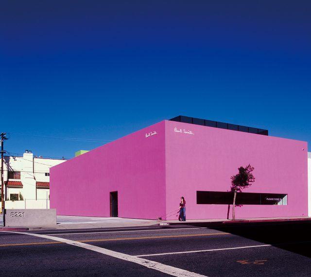 로스앤젤레스 웨스트할리우드 멜로즈 애비뉴 8221에 있는 핑크색 폴 스미스 스토어.