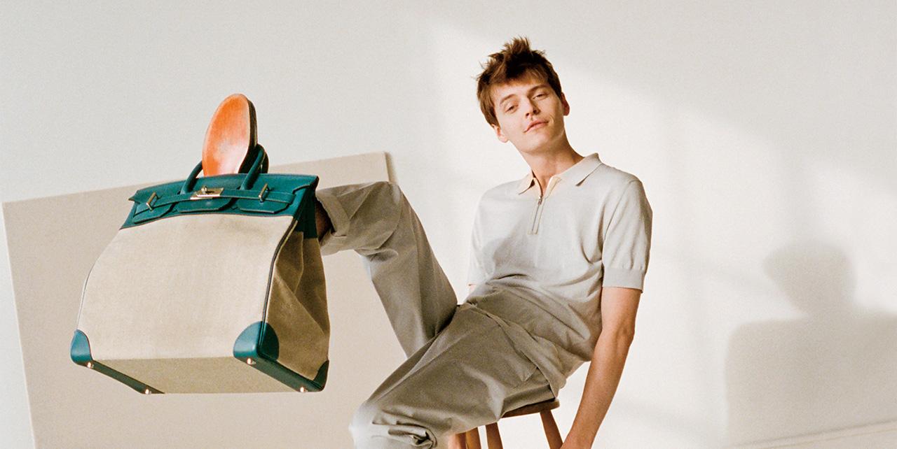 에르메스의 남성복 수석 디자이너 베로니크 니샤니앙은 유행을 따르는 대신 취향을 만든다.