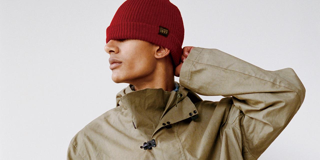 밀리터리 스타일이 남성복에 큰 영향을 미치는 이유가 있다. 멀끔하면서도 강인해 보이니까.<에스콰이어 US> 패션 디렉터 닉 설리번이 왜 진짜 군용품을 찾아 나서는지, 방법과 아울러 설명해준다.