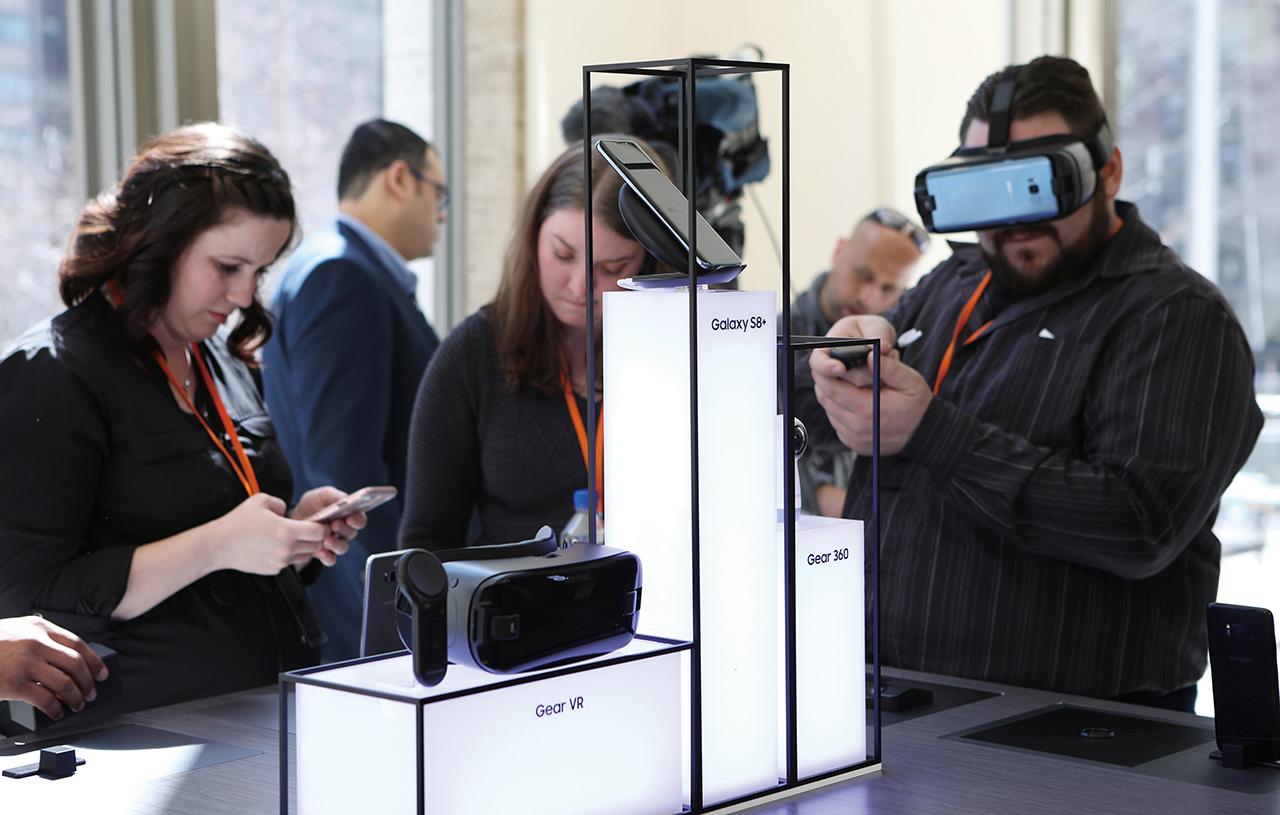 갤럭시 S8은 열쇠다. 뛰어난 스마트폰인 동시에 기업이 꿈꾸는 비전의 핵심 조각이다.