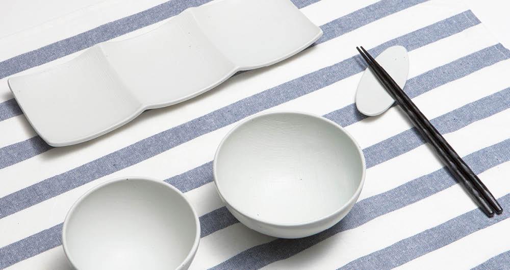 혼밥이라고 대충 때워선 안 된다. 식기부터 제대로 챙기면 식사다운 식사가 가능해진다.