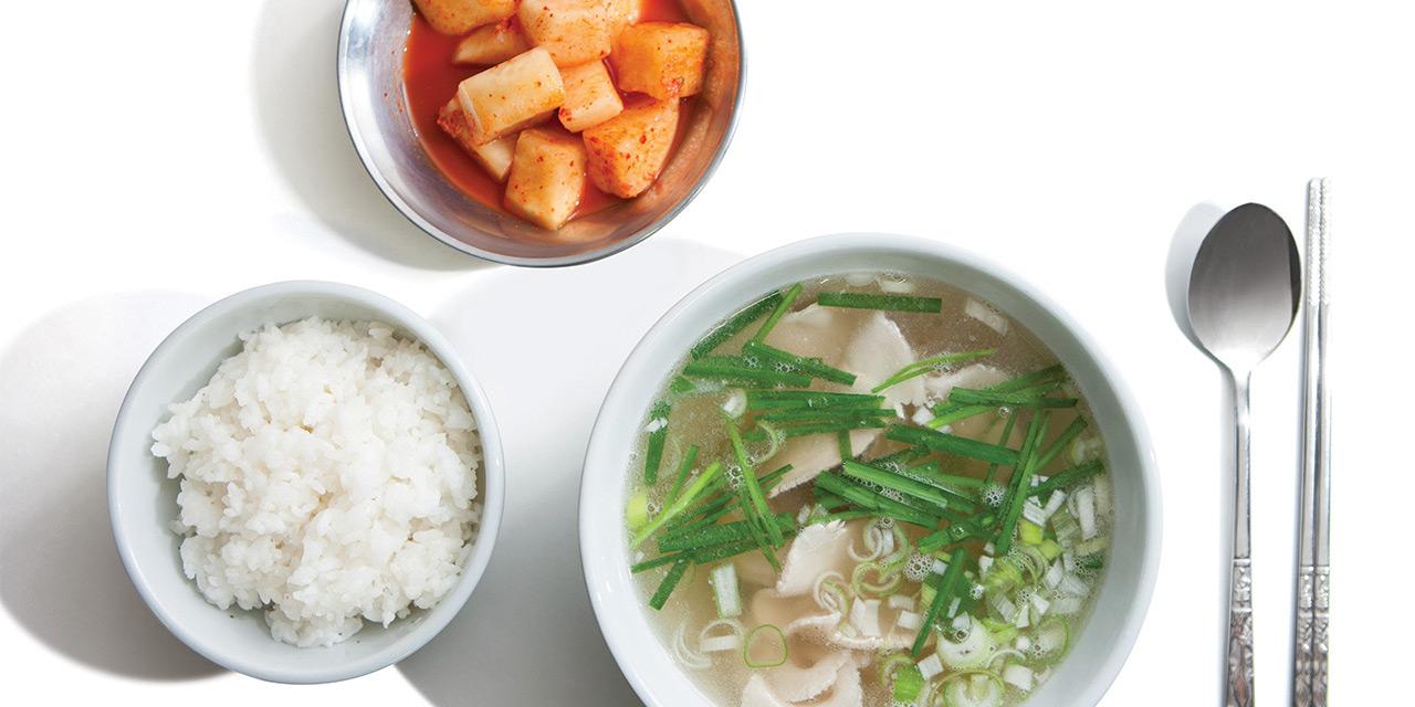 국밥은 지난 수세기 동안 가장 히트한 외식 상품이었다. 오래되다못해 식상한 국밥이 최근 젊은 감각을 수혈받고 인스타그램을 장식하고 있다.