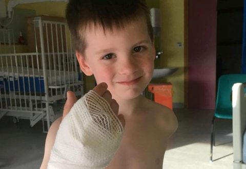 씩씩하고 용감한 아이 다니엘. 라이언 레이놀즈의 바람처럼 꼭 병마와 싸워 이기길 바란다.