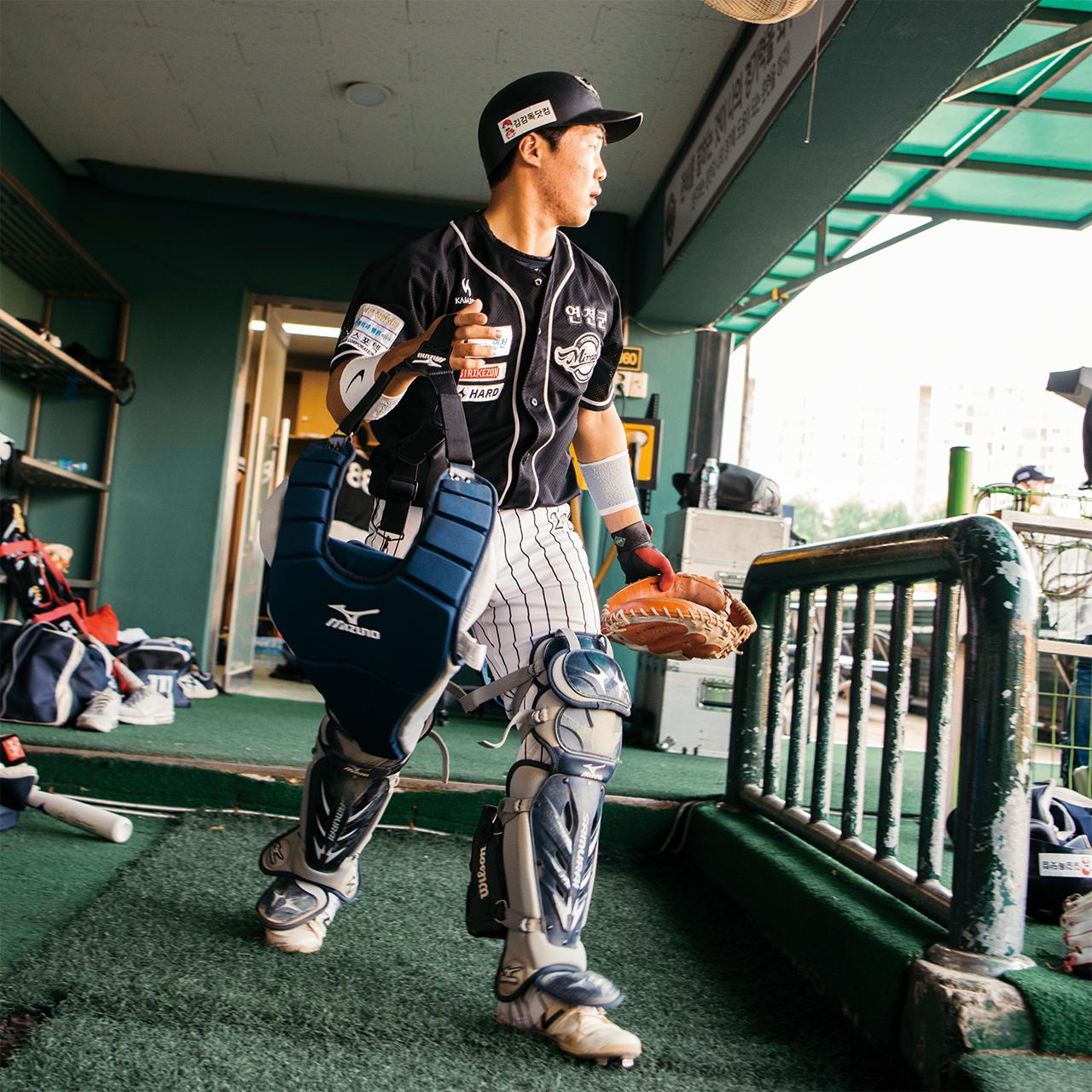 "<strong>신승원(26번, 1994년생), 포수</strong><br/>""프로에 가는 게 목표가 아니에요. 바로 1군에 들어갈 실력을 쌓는 게 목표입니다. 야구는 제 인생의 전부예요. 어릴 때부터 그랬어요."""