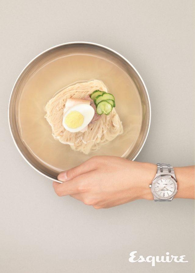 오데마 피게로열 오크 셀프와인딩, 케이스 지름 41mm, 스테인리스 스틸 케이스, 스테인리스 스틸 브레이슬릿. 평양냉면처럼 고전적인 시계. 2000만원대.