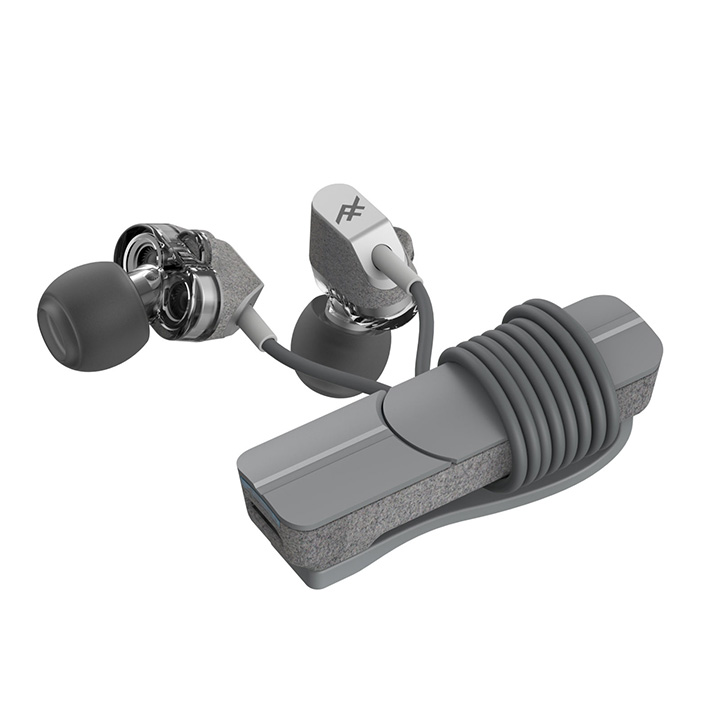 <b>5. iFrogz Impulse Duo</b>  아이프로그 임펄스 듀오 무선 이어폰은 듀얼 오디오 스피커를 장착해 가격 대비 꽤 높은 수준의 음향을 전달한다. 이어폰은 클립온 디자인 형태로 가방이나 옷에 장착할 수 있다. 배터리 수명은 10시간, 땀이나 물에 저항력 있는 디자인, 이어폰 듣는 부분만 탈부착 식으로 뗄 수 있는 높은 실용성도 돋보인다. 50달러 이하의 저렴한 가격대도 좋다. 해외 판매
