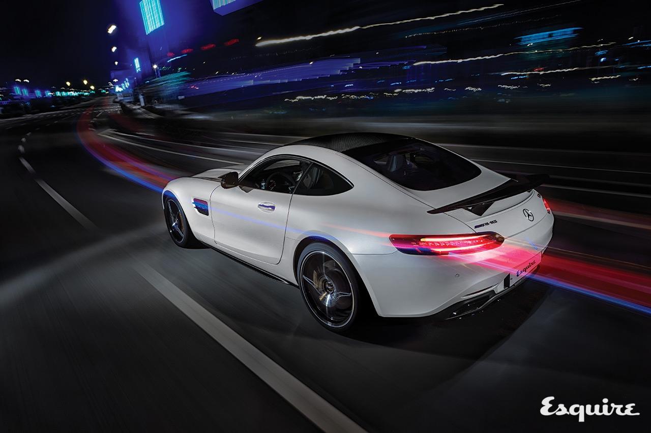 엔진 3892cc V8 트윈터보,최고 출력510마력, 최대 토크 66.3kg·m, 0→시속100km 가속3.8초, 최고 속도310km/h, 기본 가격1억9800만원
