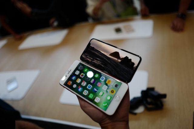 아이폰 7 플러스와 비교하면 이런 느낌! 크기는 작아졌지만 시야가 탁 트이는 기분.