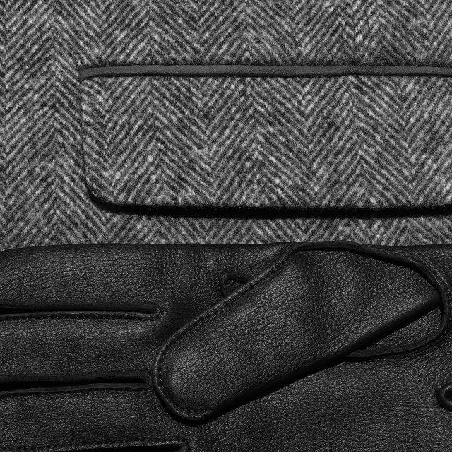 시미어와 울이 섞인 헤링본 카 코트 400만원대 로로피아나. 사슴 가죽과 양가죽으로 만든 장갑 가격 미정 에르메스.