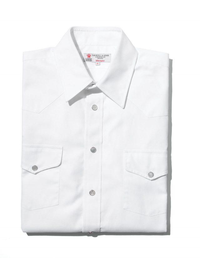 영화가 아니라면 만들어지지 않았을턴불 앤드 아서의 웨스턴 스타일 셔츠. 턴불 앤드 아서는 킹스맨 브랜드 중에서도 제작에 깊이 관여한 편에 속한다. 295파운드.
