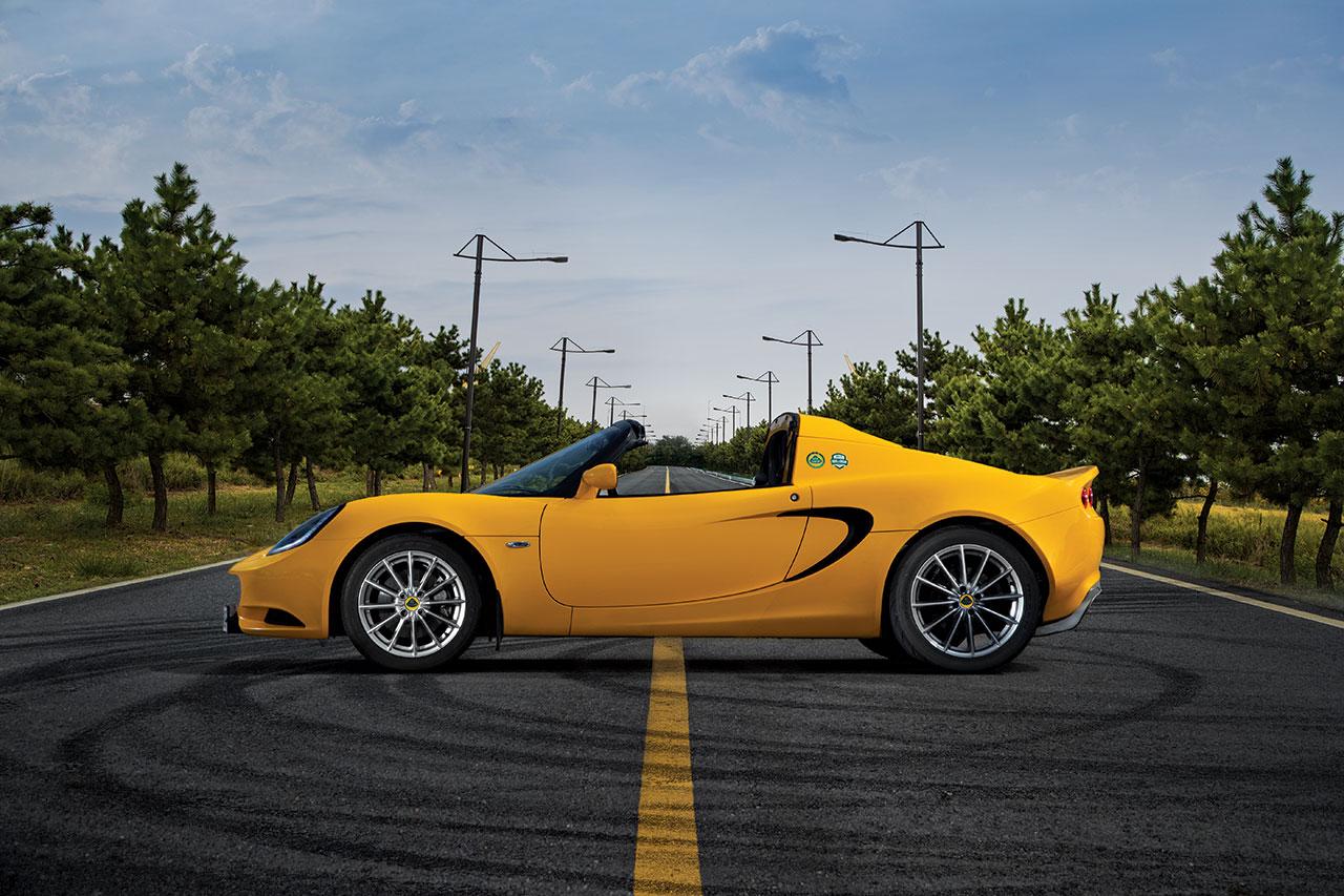 엔진 1599cc 직렬 4기통 가솔린, 최고 출력 134마력, 최대 토크 16.3kg·m, 0→100km/h 가속 6.5초, 최고 속도 204km/h, 가격 7200만원.