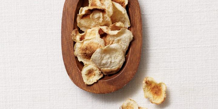 전자레인지에 넣고 3분만 돌리면 바삭한 감자 칩이 완성된다.