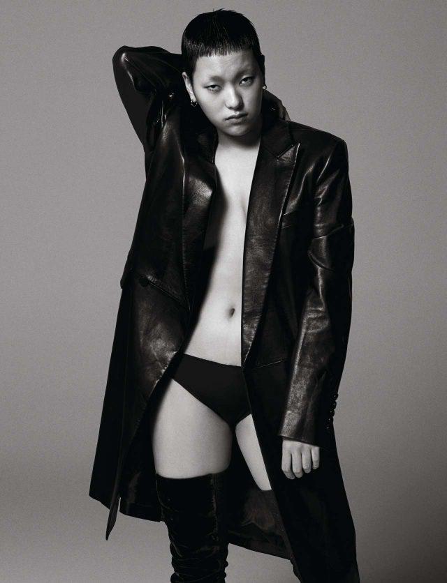 가죽 코트 398만원 김서룡. 부츠 가격 미정 펜디.언더웨어 모델 소장품.