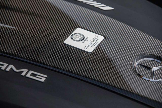 메르세데스-AMG의 모든 엔진은 한 명의 엔지니어가 책임지고 만든다. 엔진마다 엔지니어의 서명이 있는 이유다. 이름을 걸고 책임지겠다는 뜻이다.