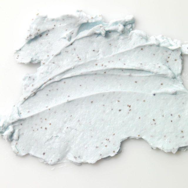양귀비 씨앗 성분이 각질을 제거해주며, 파스텔 오일이 촉촉한 피부를 만들어준다. 엑스폴리에이팅 보디 스크럽 200ml/7만5000원 그라네파스텔.