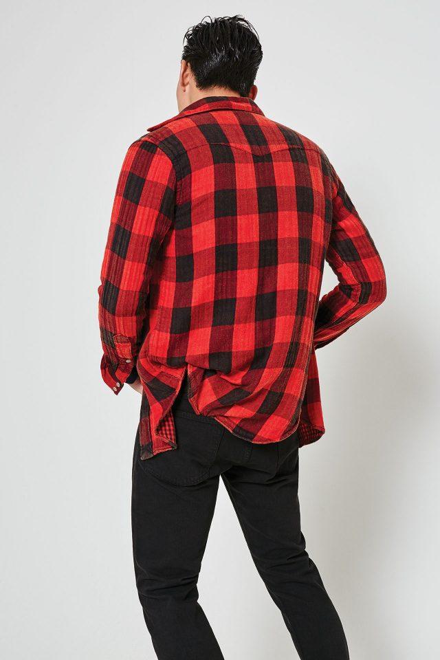 체크 셔츠 15만원대, 블랙 데님 진 16만원대 모두 폴로 랄프 로렌.