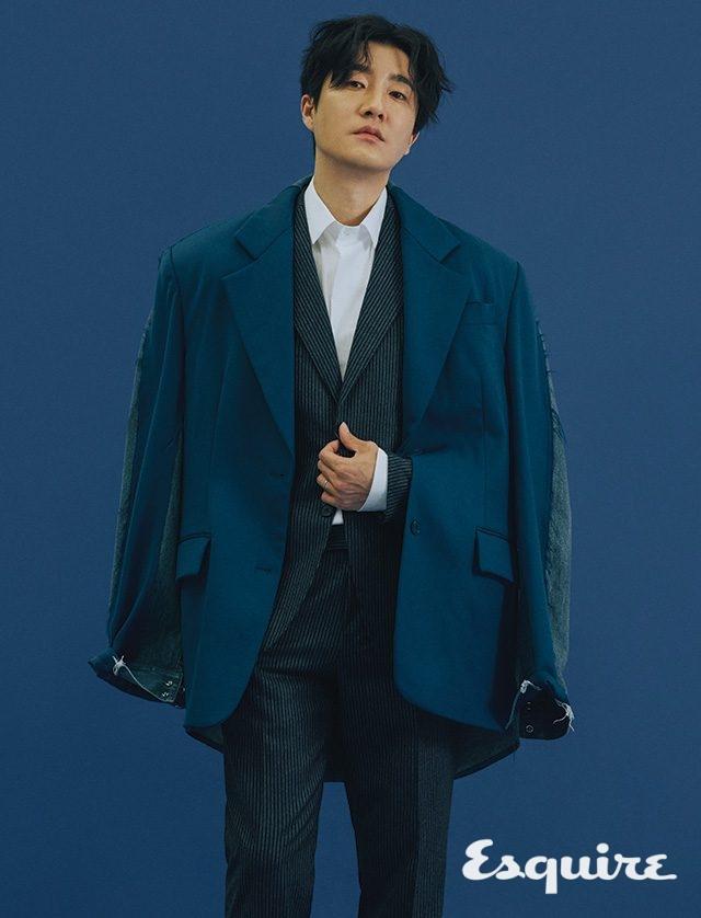 셔츠, 슈트 모두 맨온더분. 레이어드한 재킷 푸시버튼.