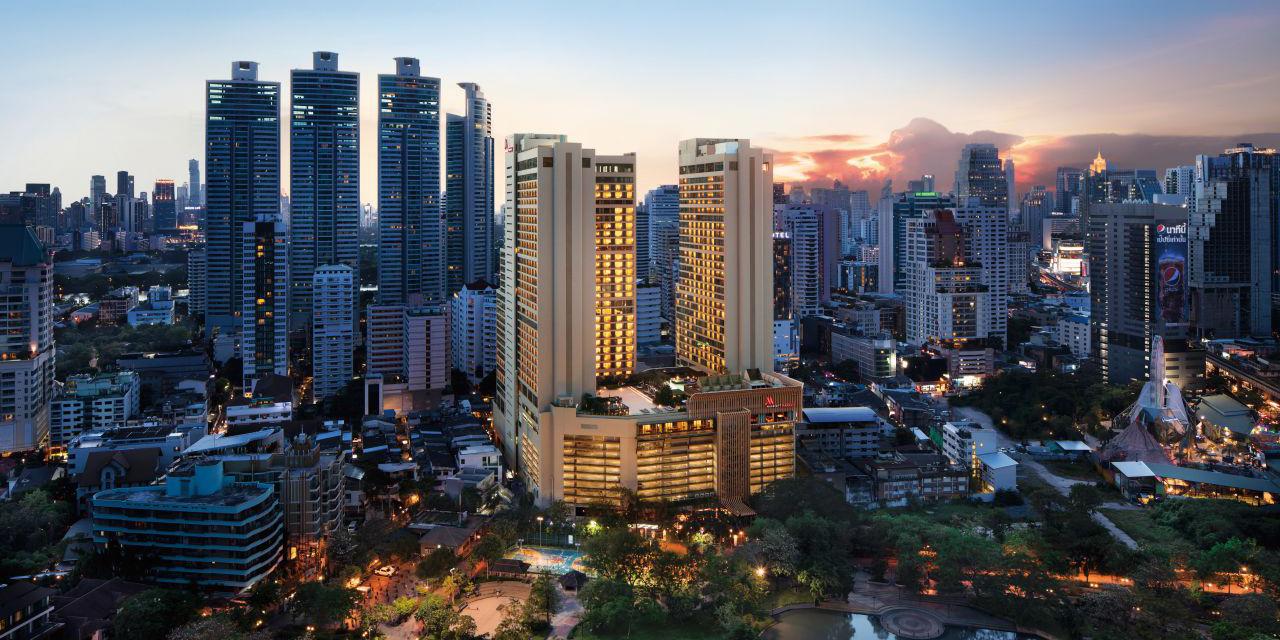 첫 번째 방콕은 몇 번이고 다시 찾고 싶은 도시였다.두 번째 방콕은 여행의 개념을 바꿔주었다.세 번째 방콕은 메리어트 마르퀴스 퀸즈파크에서 보낸 3박 4일이었다.시간은 흘렀고 나는 성장했다.서로 다른 숙소에서 아주 다른 방콕을 경험했다.