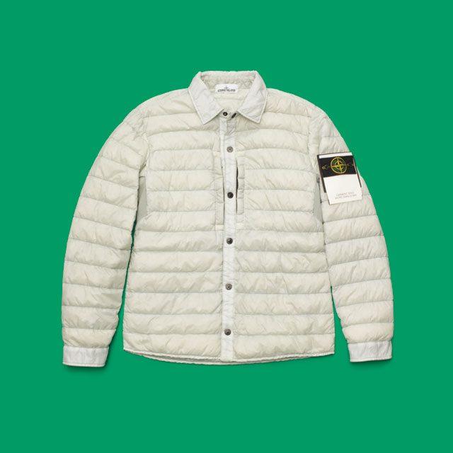 옅은 회색 패딩 재킷 76만9000원 스톤 아일랜드.