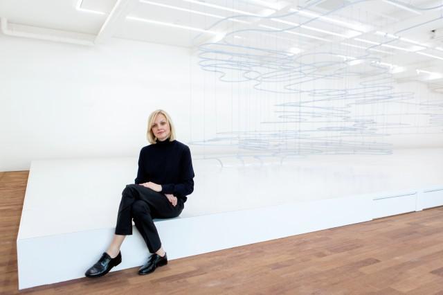 코스와 스나키텍처가 함께 만든 작품이 서울에 왔다. 크리에이티브 디렉터 카린 구스타프슨은 코스가 구조와 질감에 얼마나 예민한 브랜드인지 다시 한번 증명했다.