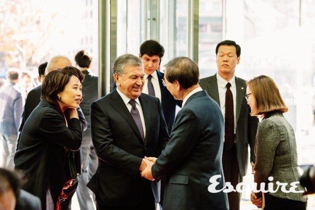 사브카트 미르지요예프 우즈베키스탄 대통령과악수하는 박원순.