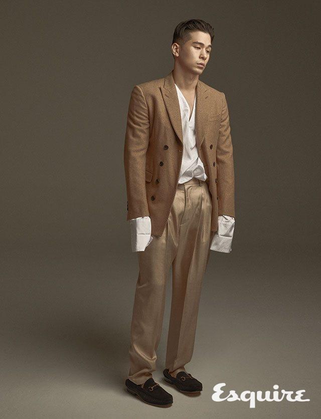 재킷 570만원 벨루티. 셔츠 49만8000원, 바지 79만8000원 모두 김서룡. 구두 34만9000원 카르미나 by 유니페어.