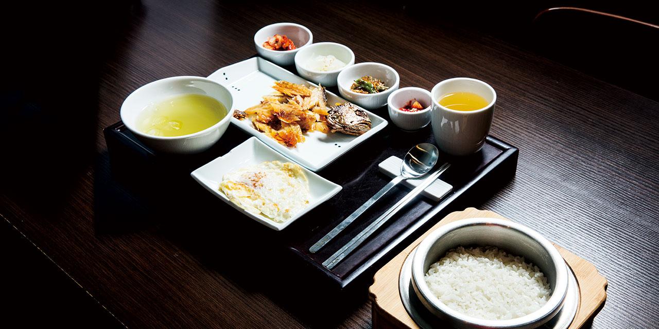 남도 음식의 대가가 차린 밥상. 한정식에 비해 단출하지만 그 안에 똑같이 고수의 손맛이 숨어 있다.