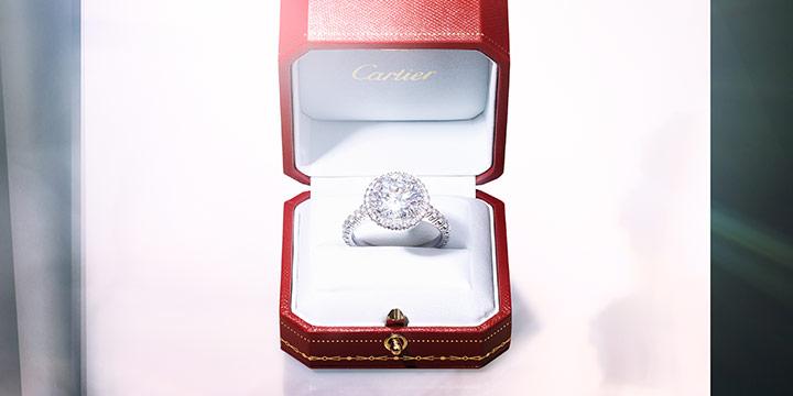 웨딩을 앞두고 아름다운 신부를 꿈꾼다면 다이아몬드 주얼리만큼 최상의 선택은 없을 것이다. 특히 세기의 커플들 사랑의 증표로 자리 잡은 까르띠에 다이아몬드 주얼리라면 더할 나위 없이 완벽하다.