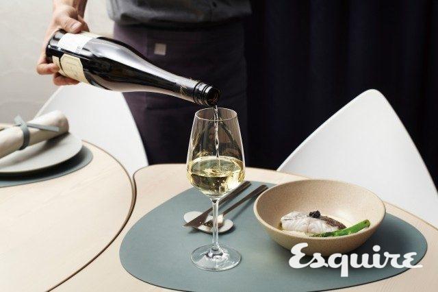 이대륙 셰프가 반평생 먹고 자란 프랑스 음식을 재해석한 요리에 방수미 대표의 와인 사랑, 방문현 매니저의 섬세한 서비스가 더해져 분명한 차이를 만든다.
