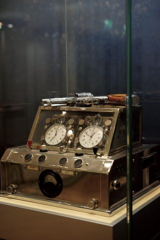 신호탄과 연결되어 있던 초기의 크로노그래프. 21세기의 시간 계측기와 원리는 같다.