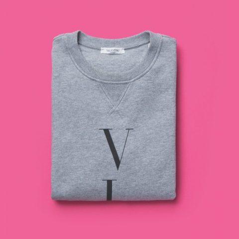 로고가 있는 회색 스웨트셔츠89만원 발렌티노.