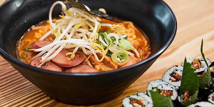 흔한 음식도 맛과 사연을 담으면 치명적이다. 단순히 라면을 끓이는 것이 아니라 라면을 진짜 '요리'하는 곳.
