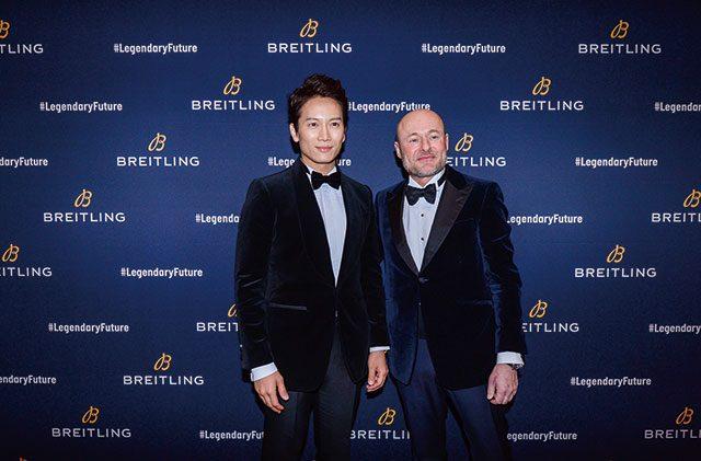 브라이틀링의 새로운 CEO 조지 컨과 나란히 선 지성. 둘은 이날 내내 친근하게 대화를 나눴다.