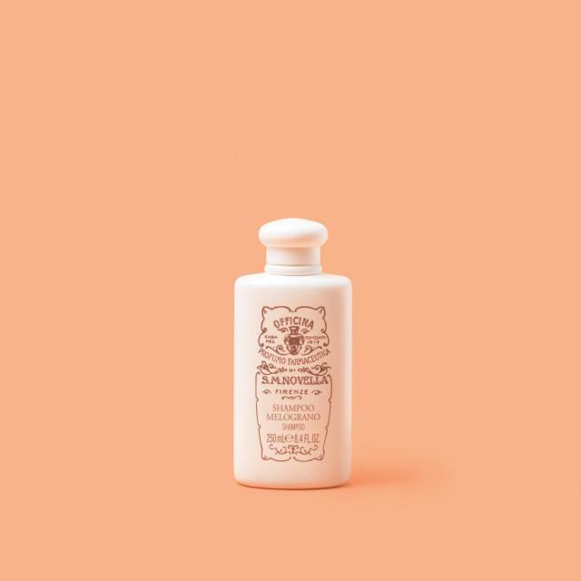 정전기 방지 효과가 있고 향수만큼 향이 매력적이다. 샴푸 멜로그라노 250ml/7만8000원 산타마리아노벨라.
