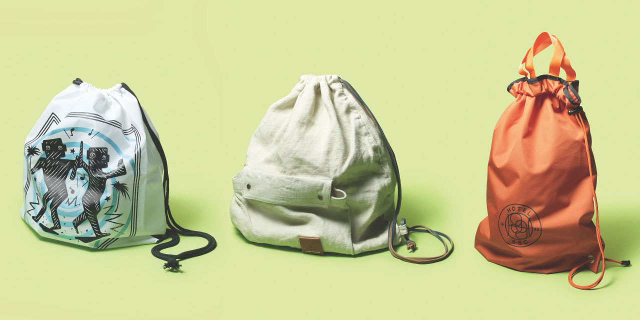 가뿐하게 둘러메고 밖으로 나서게 만드는 봄날의 가방.