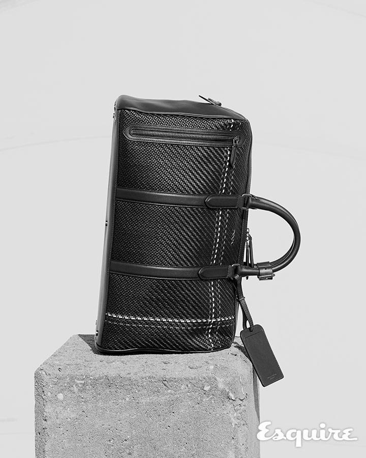줄무늬가 더해진 검은색 펠레 테스타 홀드올 백 가격 524만원대 에르메네질도 제냐.