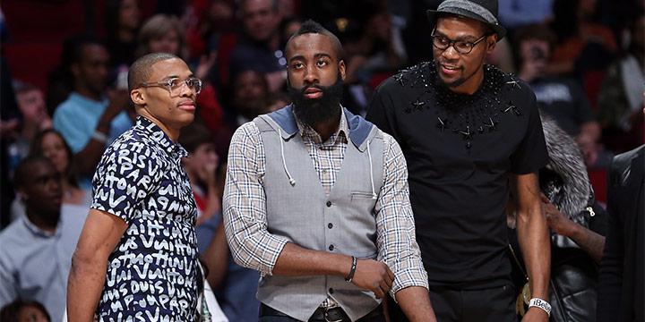 케빈 듀란트, 러셀 웨스트브룩, 제임스 하든은 NBA 최고의 스타이다. 세 명의 올시즌 연봉 총액은 약 800억원. 그런데 이 3명이 한 팀에서 우승을 목표로 함께 뛰었다고 하면 믿어지는지. 이젠 각자의 팀에서 헌신하고 있지만.