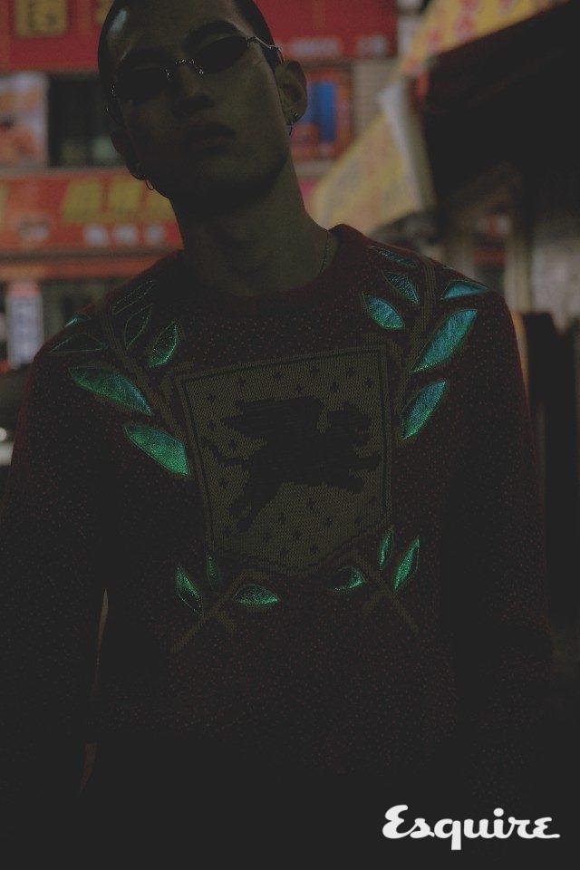 스웨터 165만원, 바지 99만원 모두 구찌. 선글라스 23만원 젠틀몬스터.