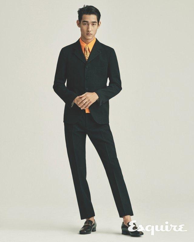 재킷 410만원, 셔츠 66만원, 바지 172만원, 로퍼 131만원, 타이 가격 미정 모두 구찌.