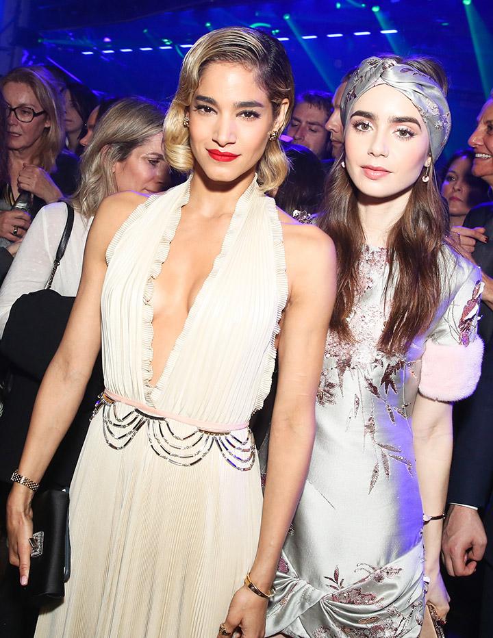 그녀들만의 개성 넘치는 스타일로 파티에 참석한 소피아 부텔라와 릴리 콜린스