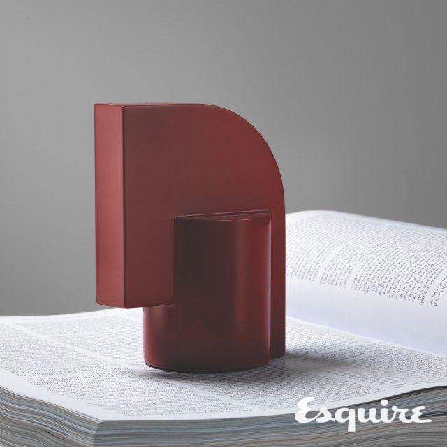 조형미가 돋보이는 붉은색 문진. 가격 미정 에르메스.