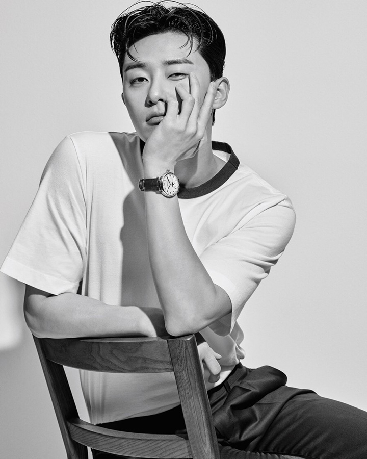 42mm 스타 레거시 문페이즈 워치 몽블랑. 티셔츠 마르니 by 분더샵. 바지 맨온더분.