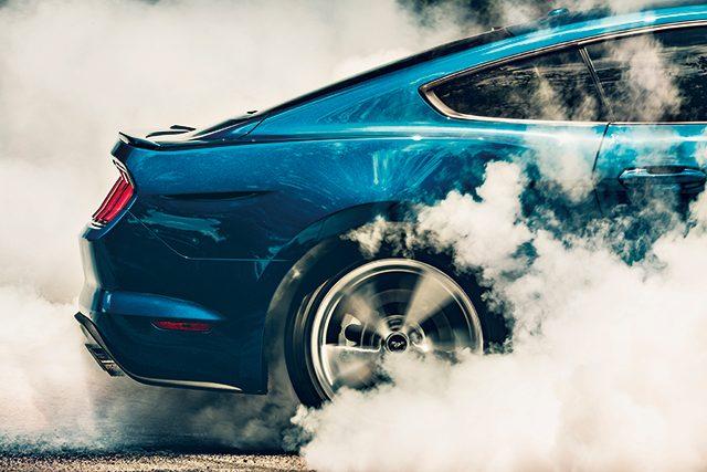 2018 ford new mustang 5.0 gt엔진 4951cc, V8   최고 출력 446마력   최대 토크 54.1kg·m   변속기 자동 10단   구동 방식 RWD   복합 연비 7.5km/L   크기 4790×1915×1380mm   기본 가격 6440만원(쿠페) 6940만원(컨버터블)