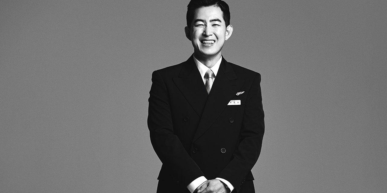 대한항공 승무원 박창진은 아직 살아남아 해야 할 말을 한다.