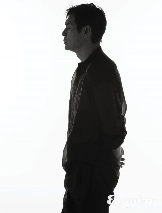 셔츠 김서룡. 바지 스타일리스트 소장품.